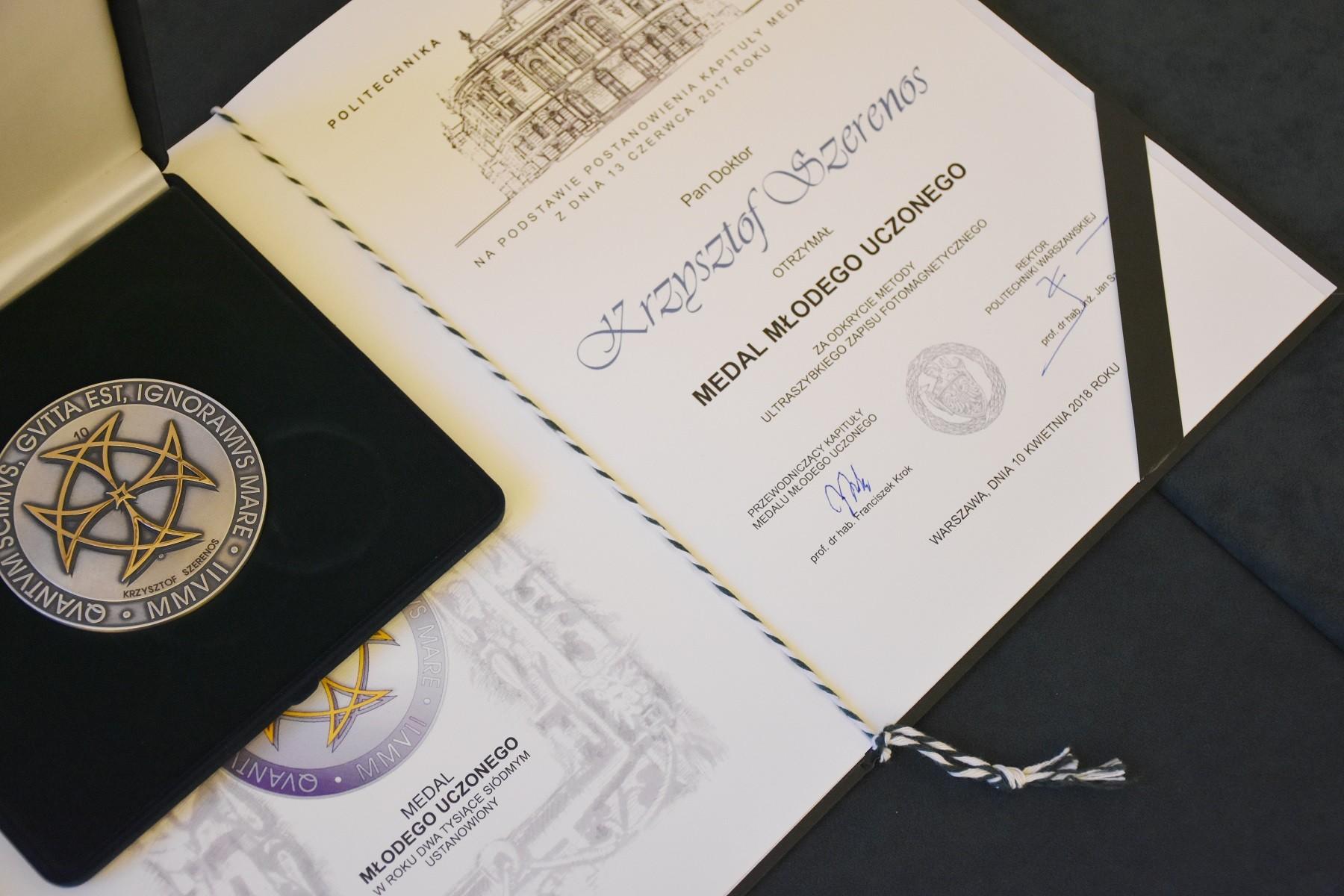 Wręczenie medalu Młodego Uczonego